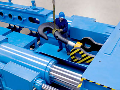 Dry cargo and container handling equipment and offshore